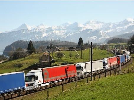 Ferrovias: Valência e Madrid ligados por trens com vagões plataforma para transporte de caminhões