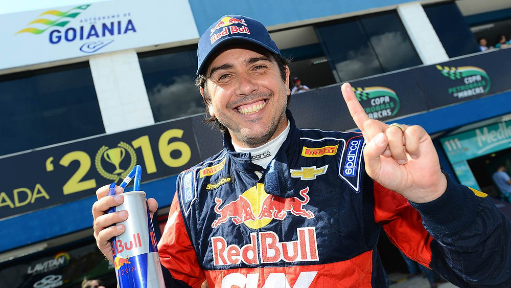 Cacá Bueno conquista a pole position para primeira corrida da Stock Car em Goiânia.