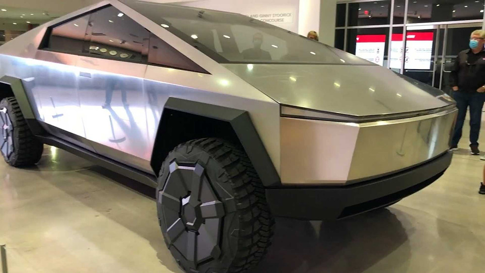 Expressas: Pick-up Cybertruck da Tesla em sua primeira exibição pública