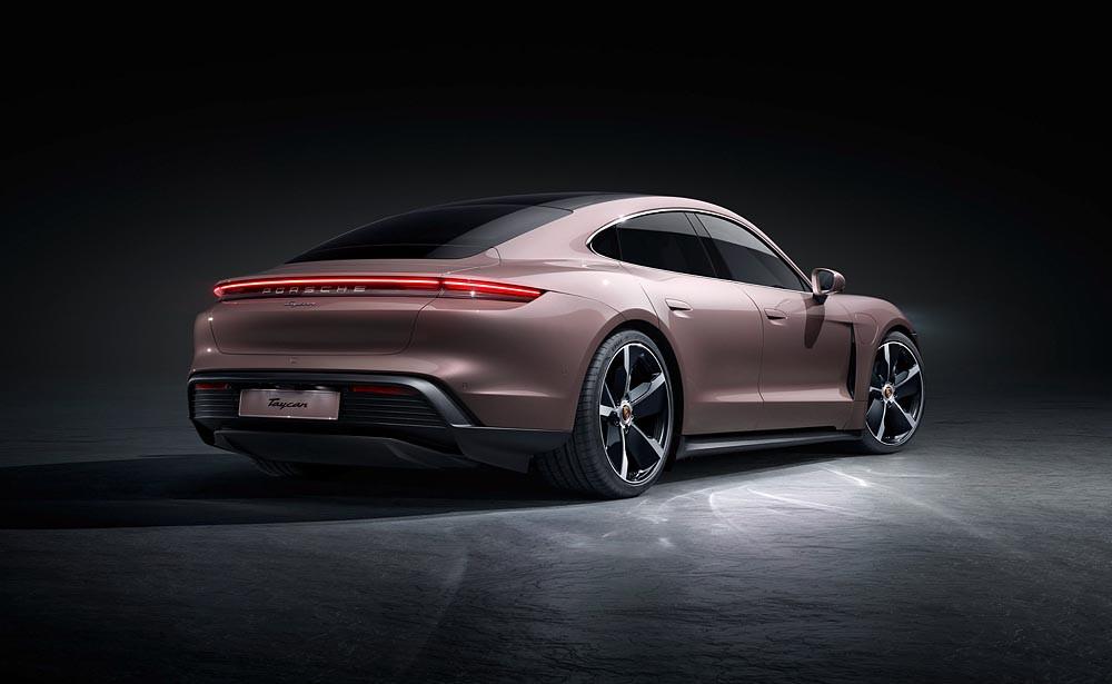 Novo Porsche Taycan chega em março a partir de R$ 589.000