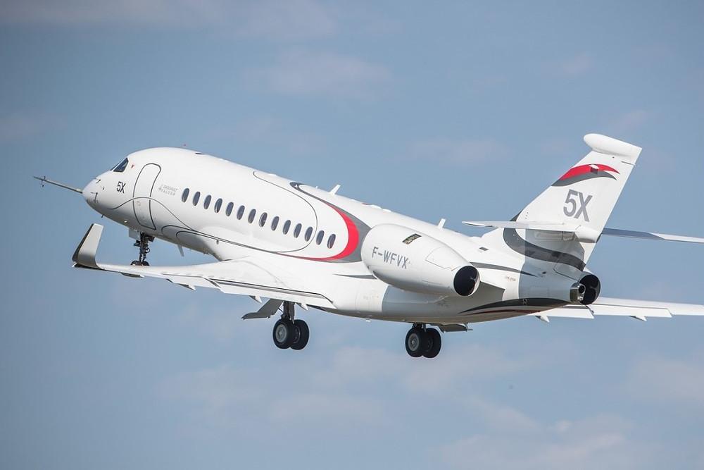 Falcon 5X realiza seu primeiro voo