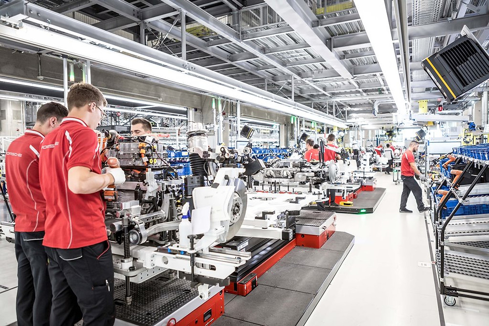 Porsche inaugurou a nova fábrica para produção do Taycan