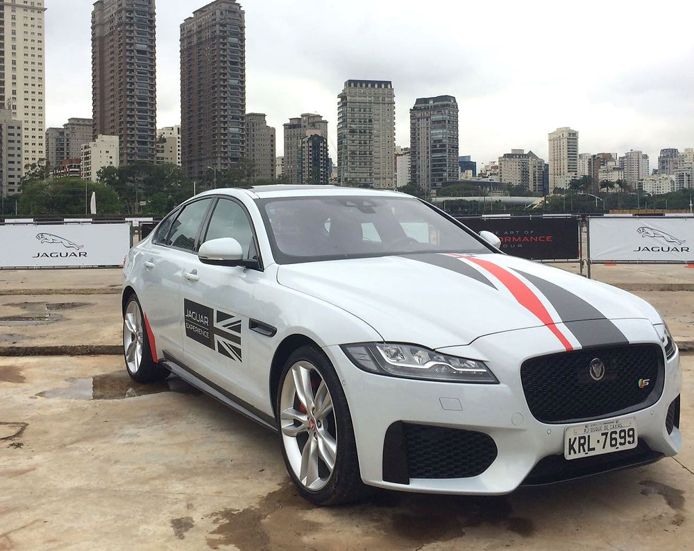Jaguar transforma Jockey Club em pista de testes para conhecer o novo F-Pace