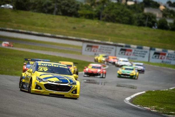 Stock Car: Vitórias de Khodair e Sallas no domingo e decisão imprevisível vai para São Paulo