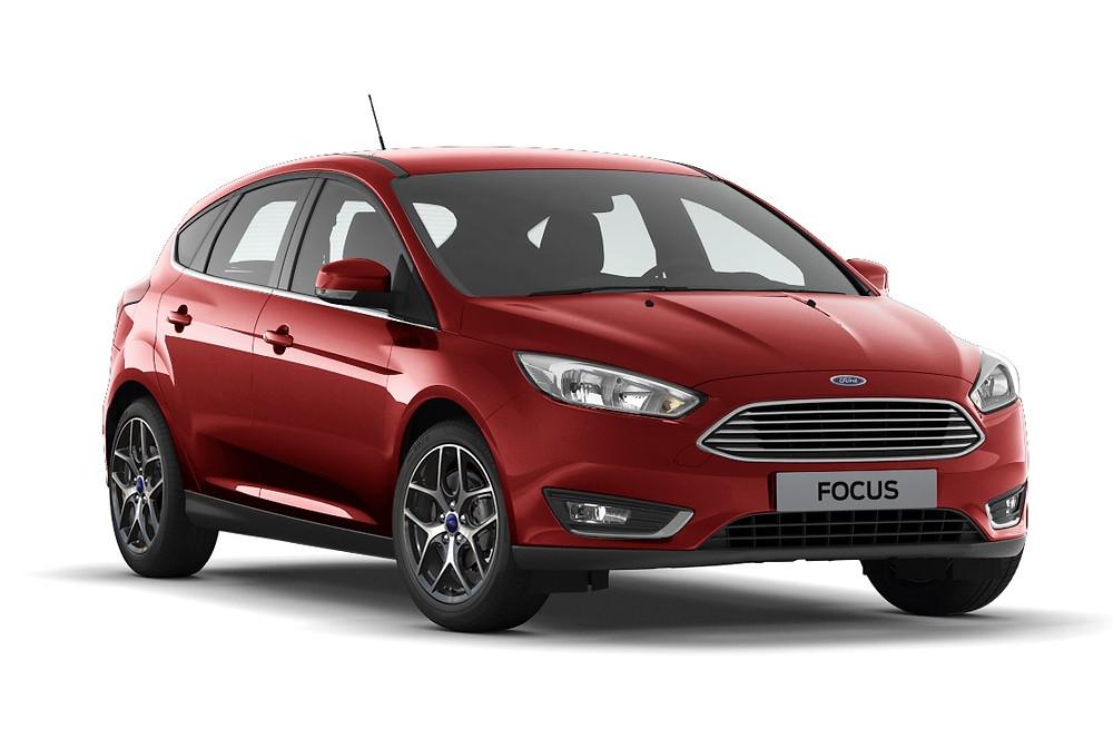 Após pesquisa global, Ford leva para as versões Focus Hatch e Fastback, vermelho com inspiração italiana.