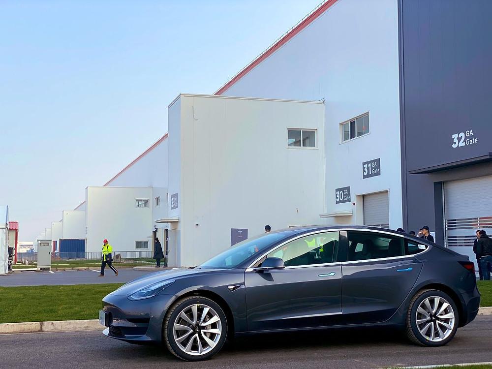 Expressas: Tesla vai abrir globalmente 52 centros de serviço em 2021