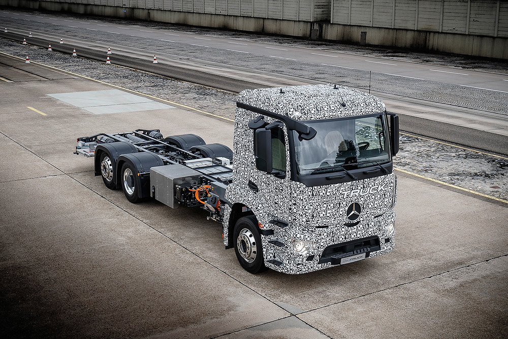 Mercedes-Benz apresenta o primeiro caminhão pesado totalmente elétrico para distribuição urbana