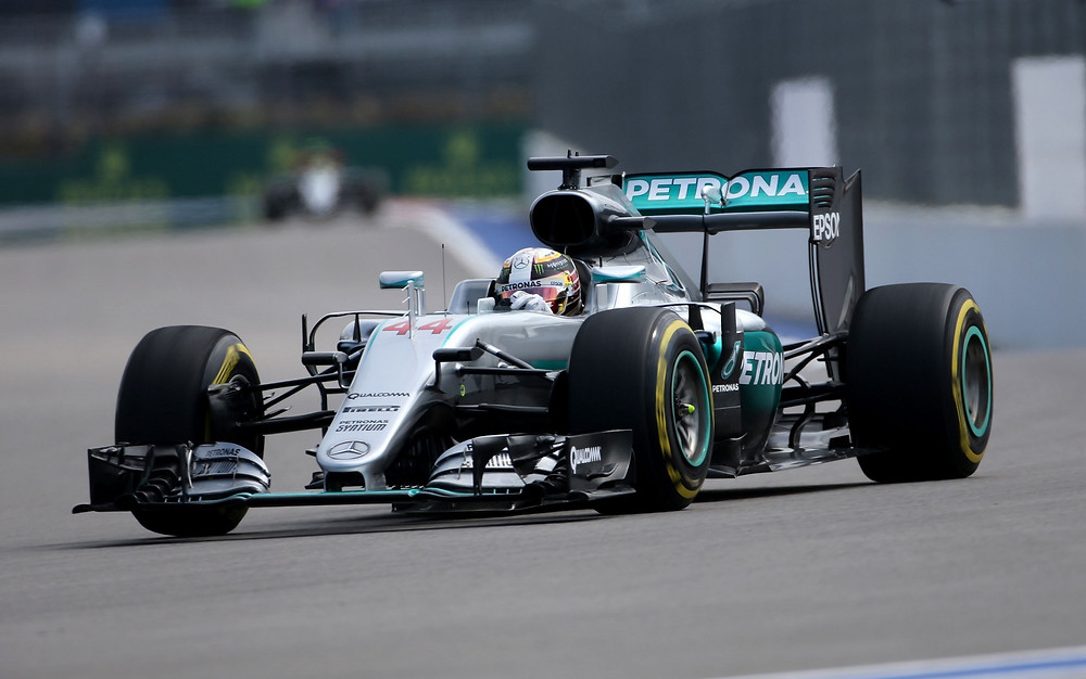 Lewis Hamilton o mais rápido da sexta feira na Rússia.