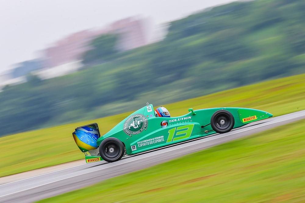 Do rali para a F-1600: Marcelo Zebra homenageia a Chape
