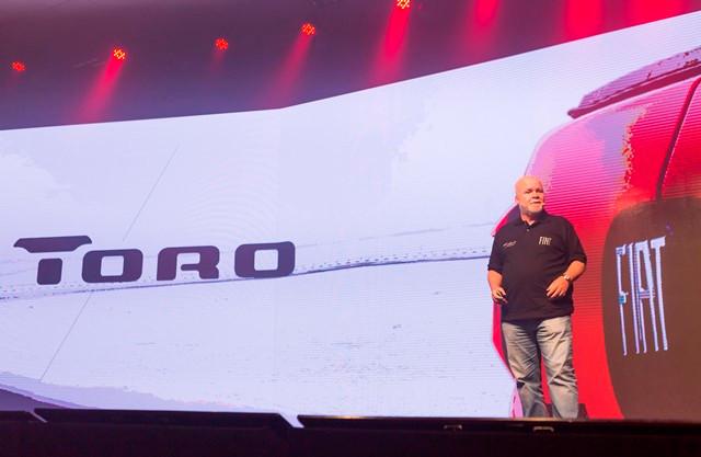 Carlos Eugênio Dutra, diretor de Produto e Brand Fiat, apresenta as características do Fiat Toro