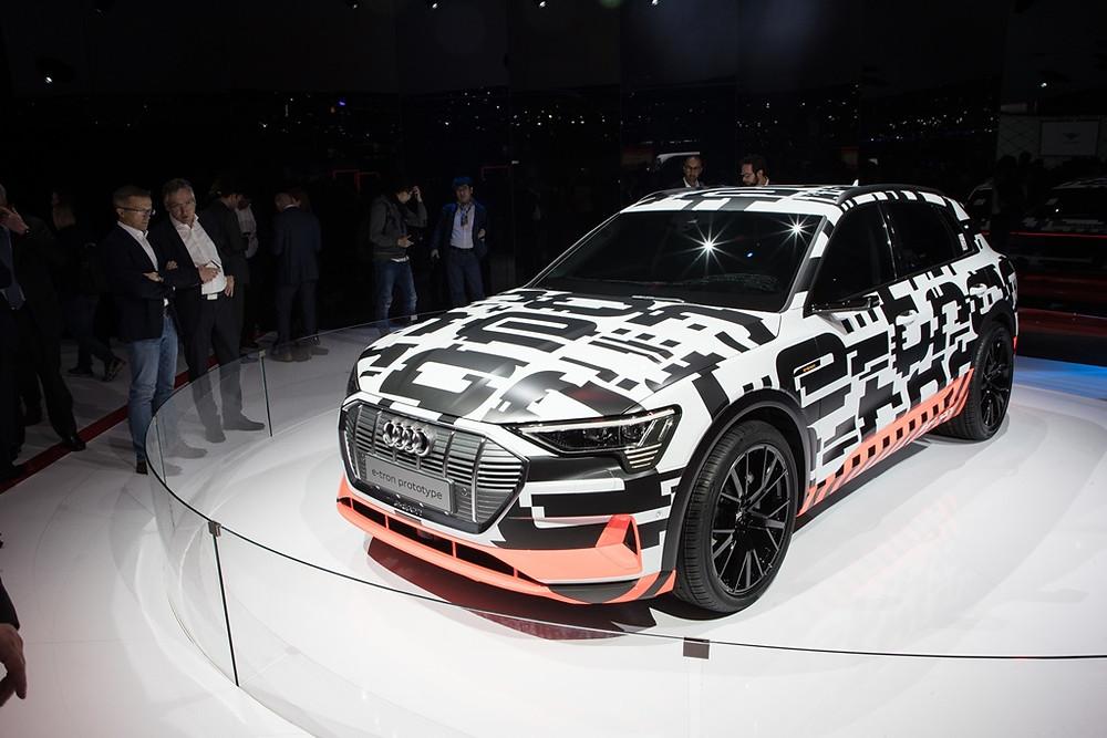 Audi A6 e o protótipo Audi e-tron são os destaques da marca Audi no Salão de Genebra