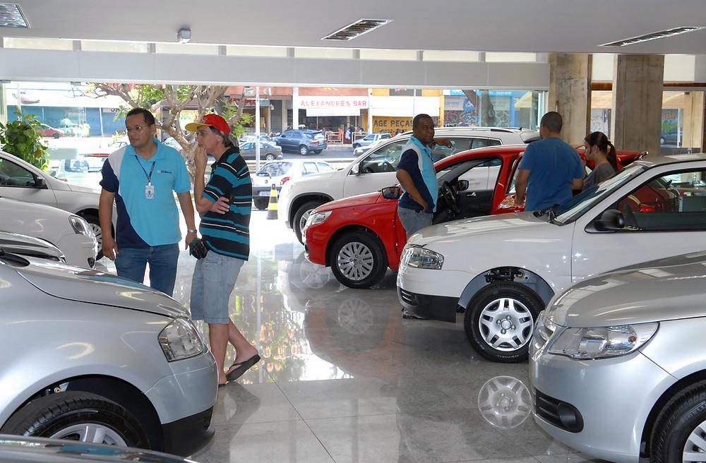 Com o comercio de carros usados de novo em alta, certos cuidados são necessários para não ter surpresas.