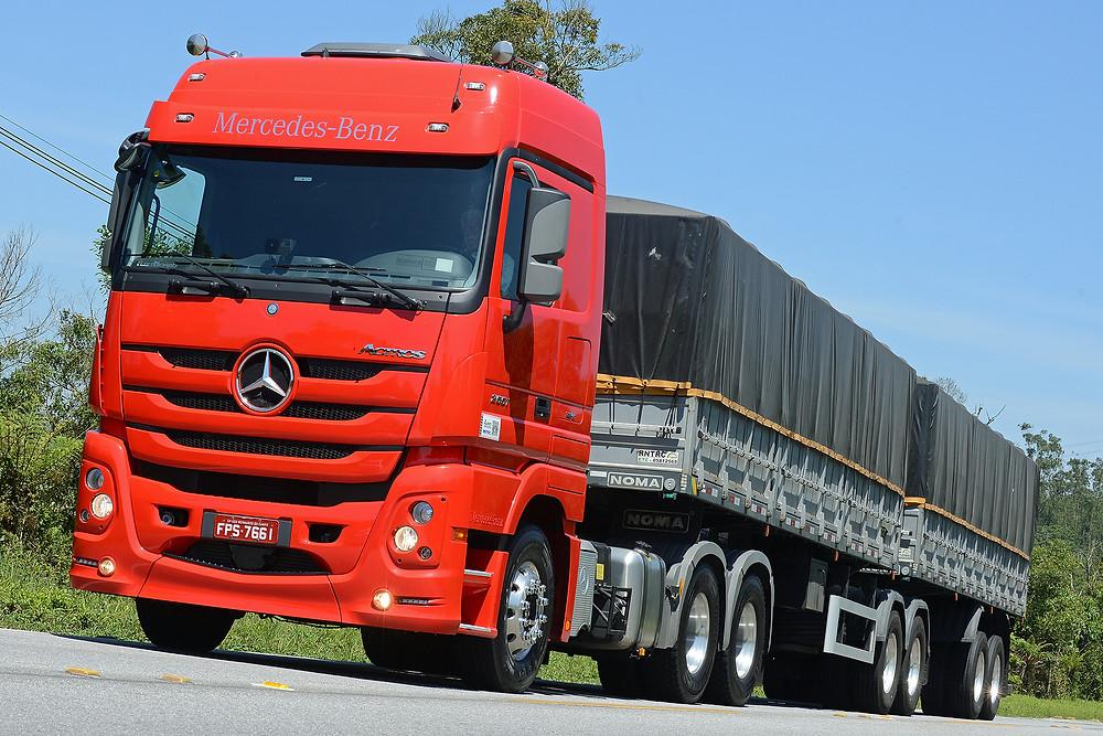 Modelos Actros e Axor da Mercedes-Benz correspondem a 23% das vendas de extrapesados