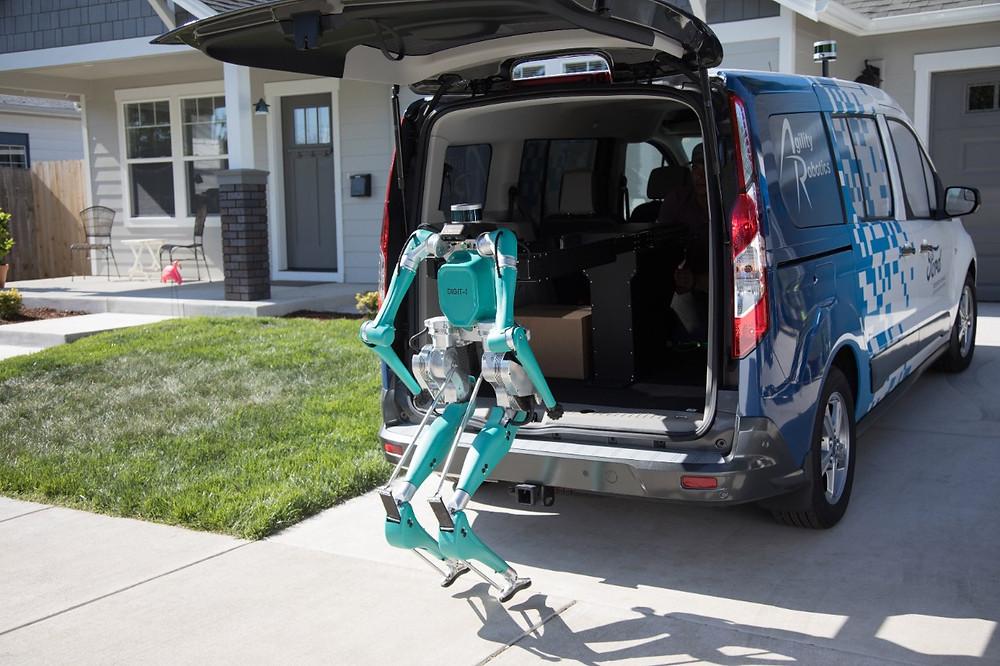Ford apresenta robô para trabalhar junto com seus veículos autônomos