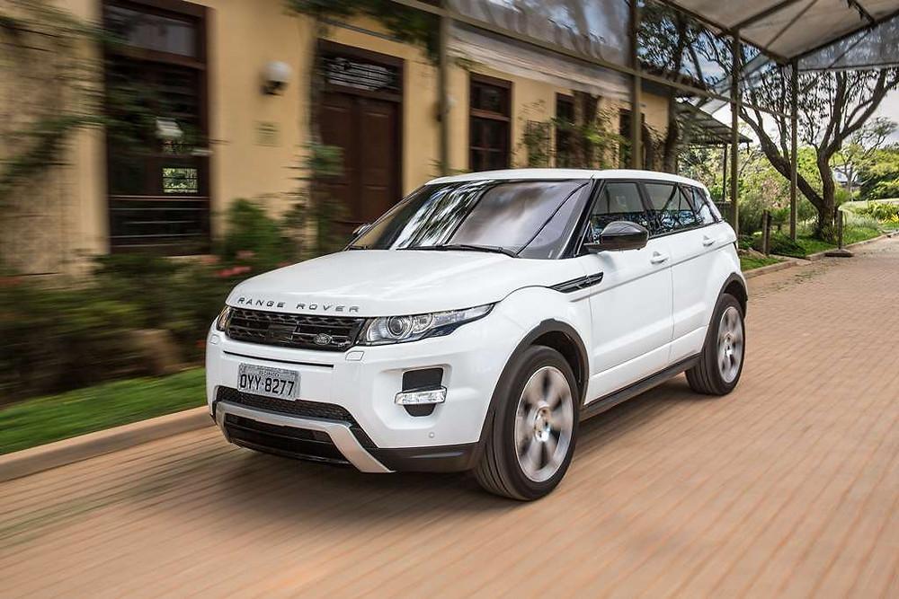 Land Rover implementa política de vendas com descontos para pessoas com deficiência nos modelos produzidos em Itatiaia