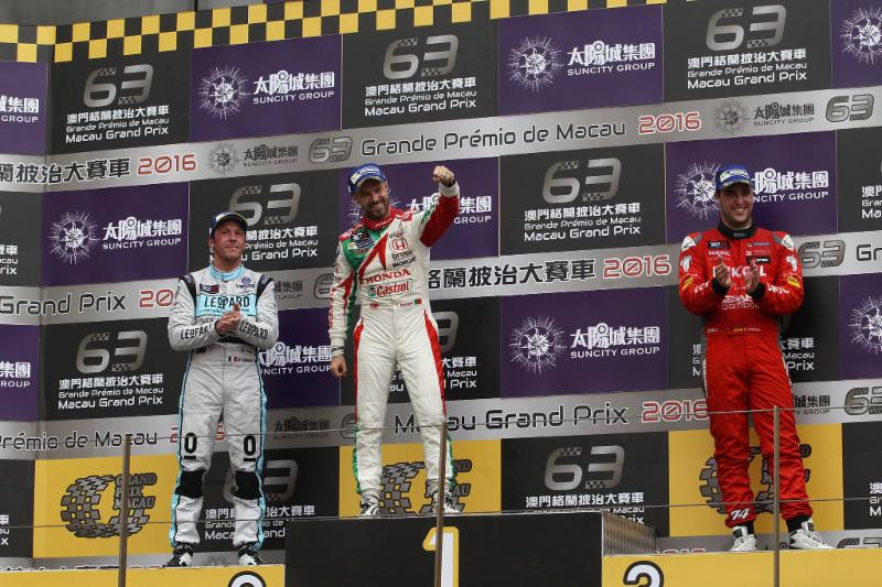 Tiago Monteiro leva Honda à vitória em Macau