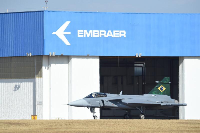 Aviação: Primeiro Gripen brasileiro concluiu voo inaugural no País