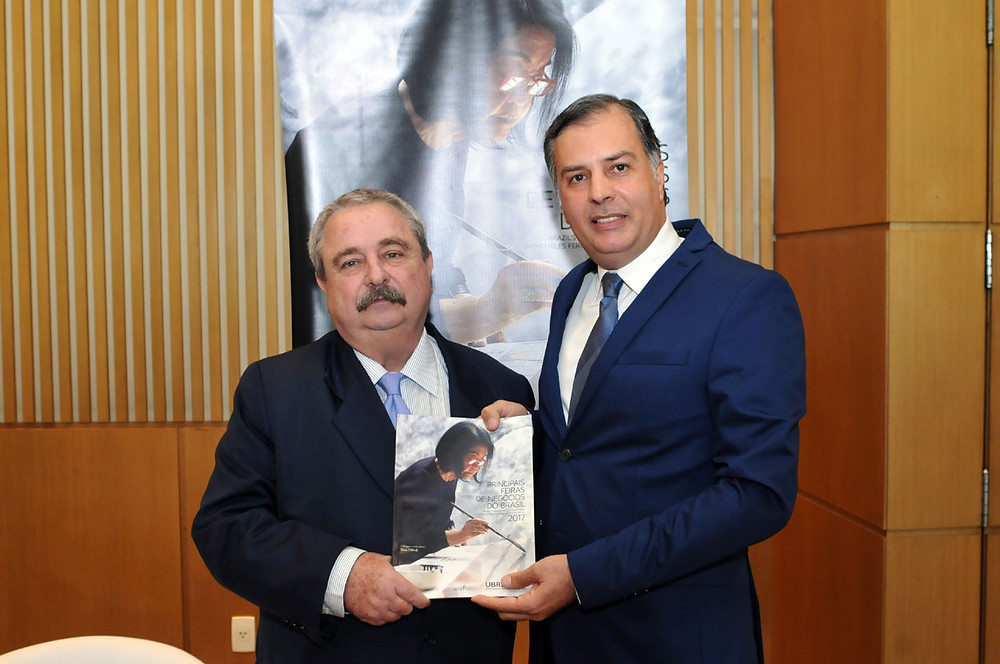 Armando Campos Mello, Diretor Presidente da Ubrafe, e Winston Chagas, Diretor do Centro de Conveções Frei Caneca, no lançamento Calendário Ubrafe