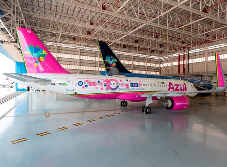 Aviação: Azul pinta e adesiva aviões para marcar apoio ao Outubro Rosa