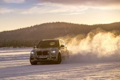 Novo BMW X3 é submetido a testes sobre gelo e neve