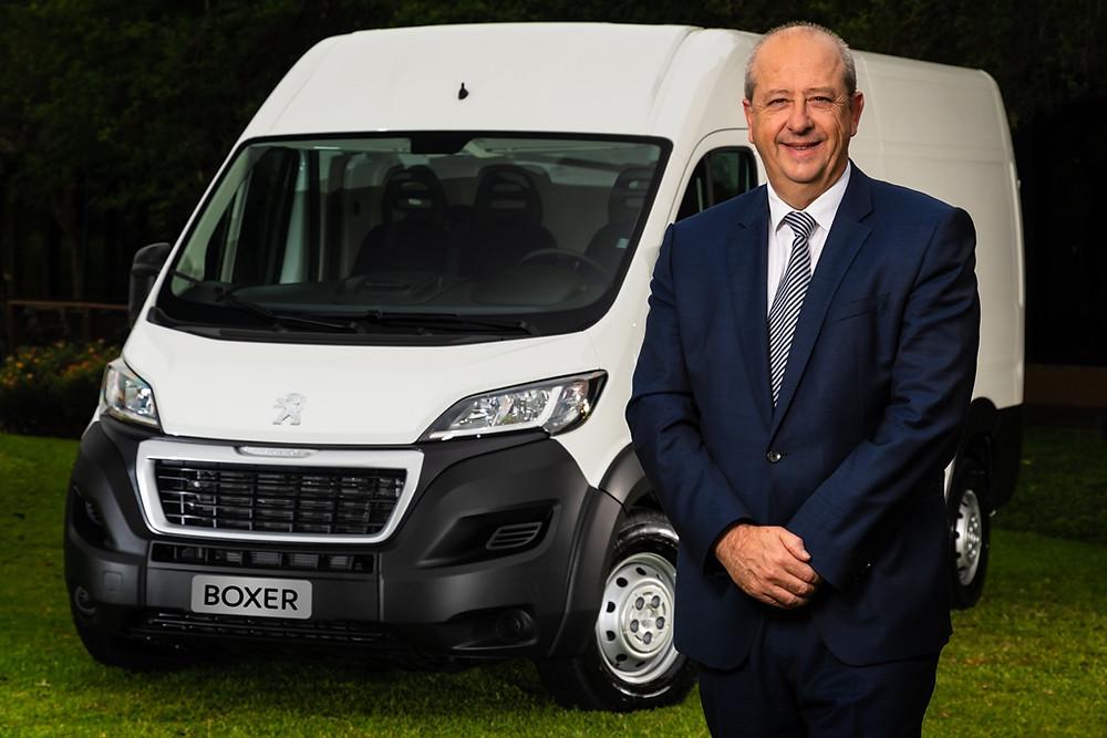 Em visita ao Brasil, CEO da Peugeot visita sede da empresa e lança utilitário Boxer