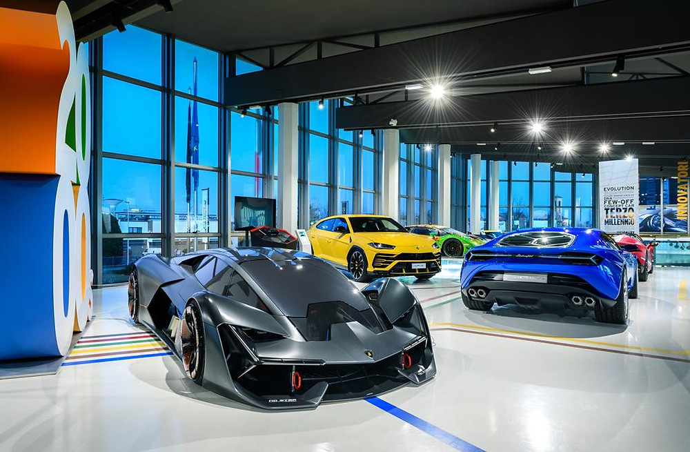 Museu da Lamborghini reabre suas portas ao público com o novo Sián Roadster em destaque
