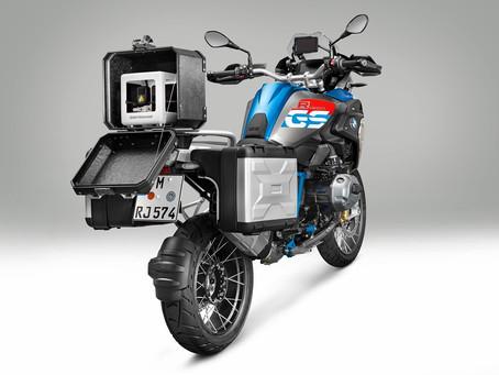 BMW Motorrad revoluciona com impressoras 3D portáteis para transporte na motocicleta