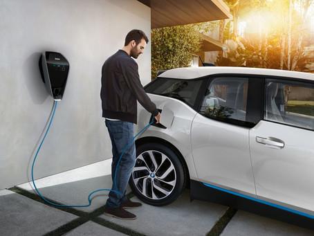 Em duas versões, BMW Wallbox entrega até 22kW de potência para carregar veículos elétricos