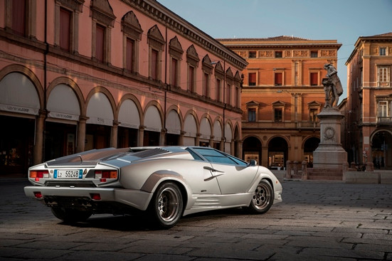 Classicos: Maior lenda da Lamborghini, Countach ganhou as ruas em 1974