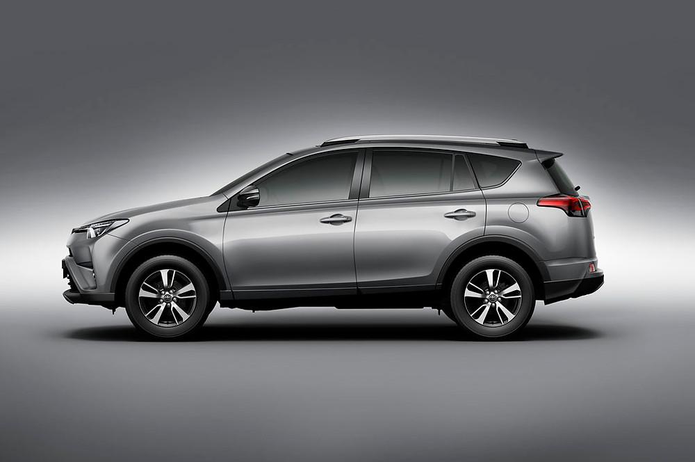Toyota lança linha 2017 do SUV RAV4 no mercado nacional