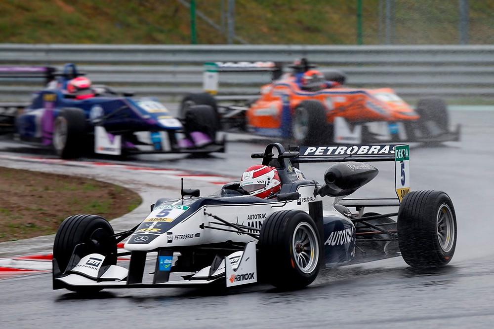 Pedro Piquet encara desafio na pista de rua em Pau