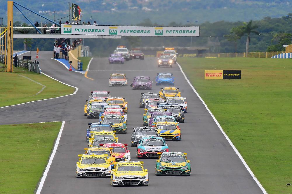 Stock Car: Convidados de luxo, Felipe Massa e Antonio Félix da Costa, enfrentam o competitivo grid da categoria na Corrida do Milhão