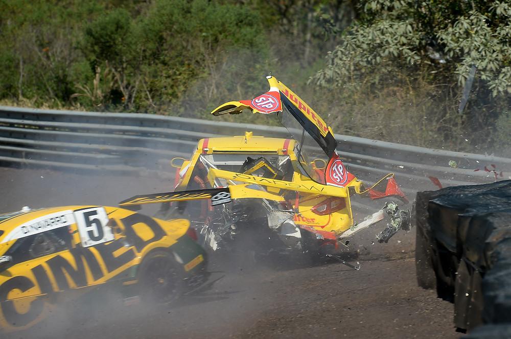 Batida forte entre Gabriel Casagrande e Denis Navarro; pilotos passam bem