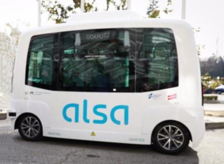 Ônibus autônomo e elétrico já opera transporte em campus universitário em Madrid