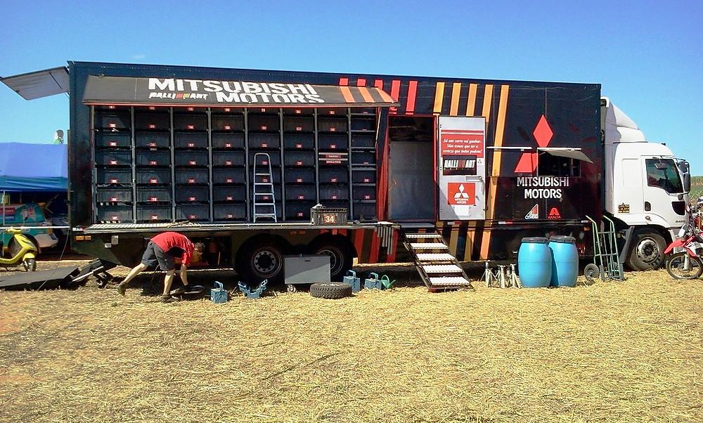 Caminhão de peças para assistência da Mitsubishi Cup