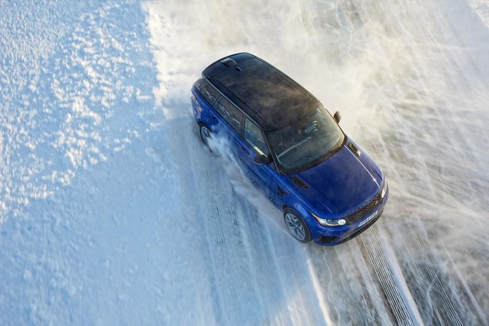 Jaguar Land Rover inaugura academia de direção no gelo