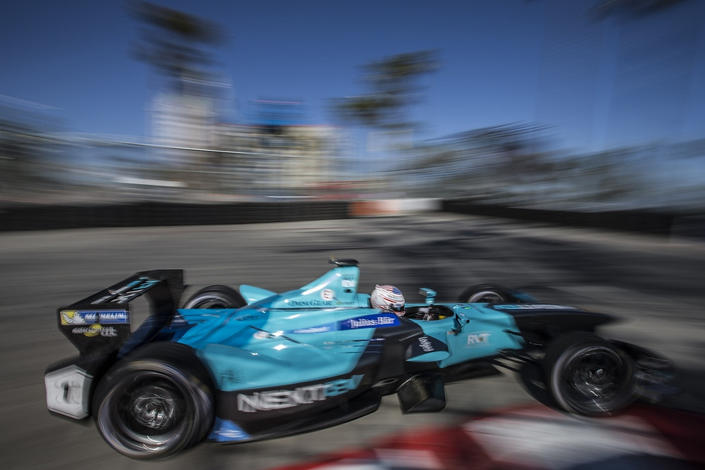 Nelsinho Piquet com problemas no carro abandona em Paris