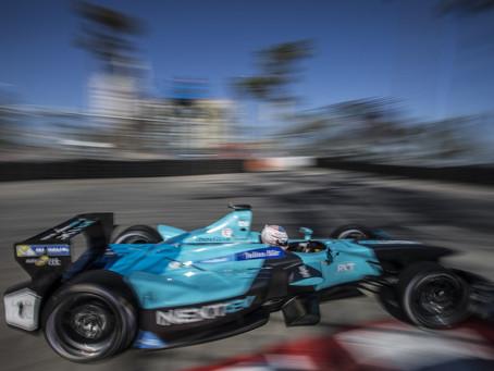 Nelsinho Piquet, com problemas no carro, abandona em Paris