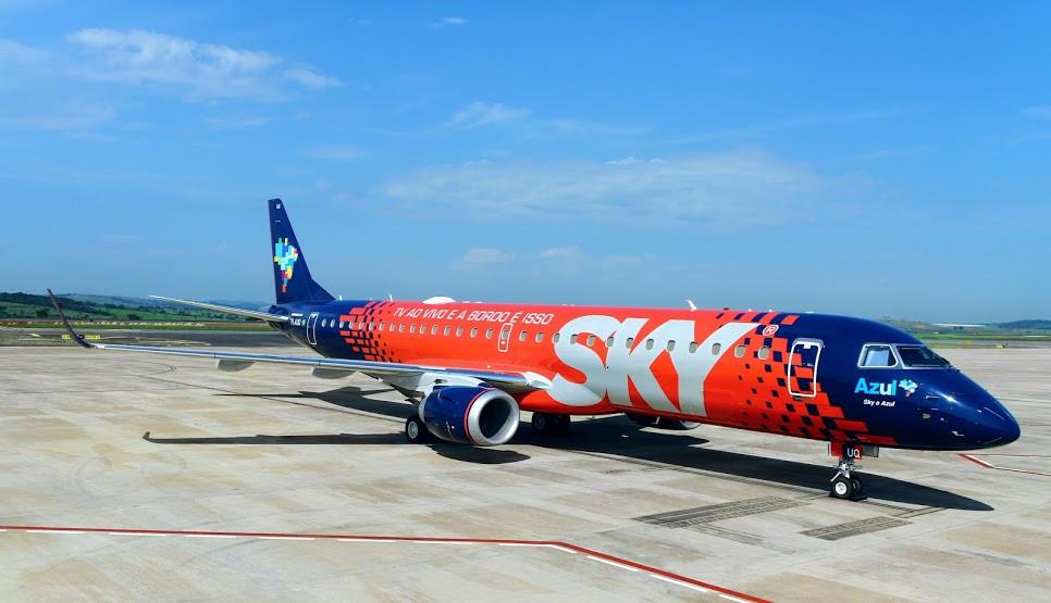 Azul personaliza aeronave para celebrar parceria com a SKY