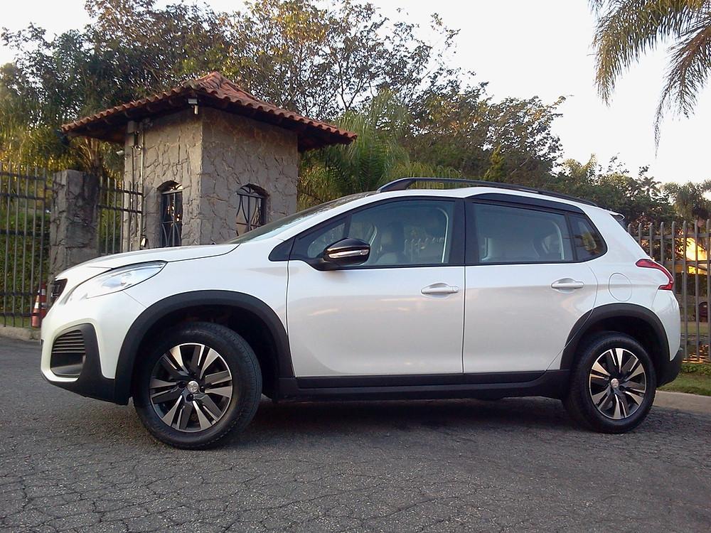 Avaliação: Peugeot 2008 é uma proposta diferenciada no universo dos SUVs compactos