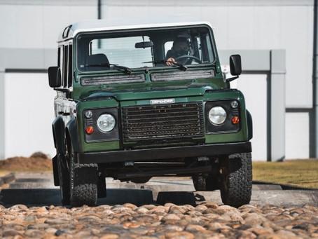 Jaguar Land Rover cria área para restauração de veículos clássicos na fábrica de Itatiaia