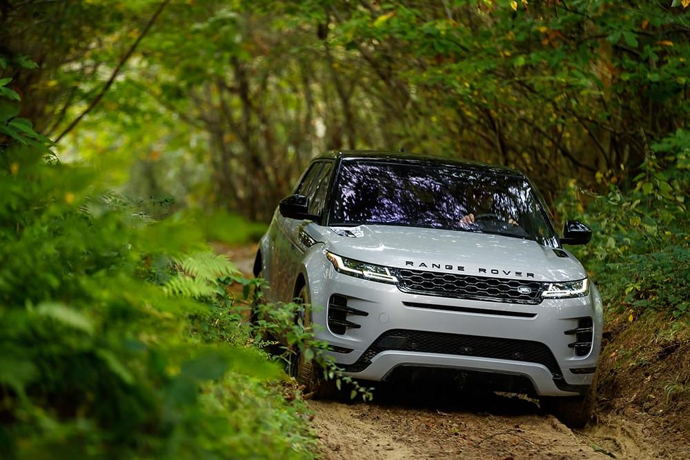 Linha 2021 do Discovery Sport e Evoque chega com pacote mais completo para os dois modelos