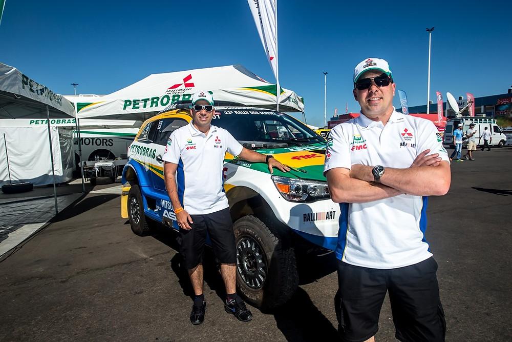 Guilherme Spinelli, que se multiplica como diretor da Ralliart Brasil, além de piloto, é também o maior vencedor do Sertões, com cinco vitórias, e volta a correr ao lado do navegador Youssef Haddad