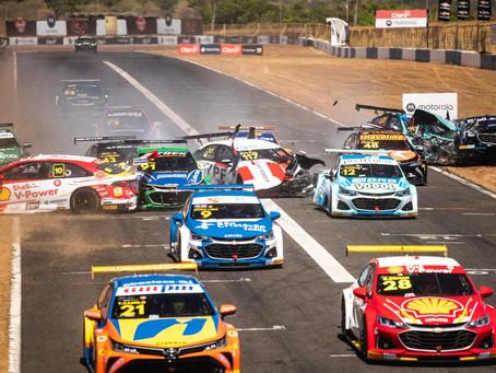 Stock Car: Forte calor e acidente com 12 carros marcam corridas de sábado