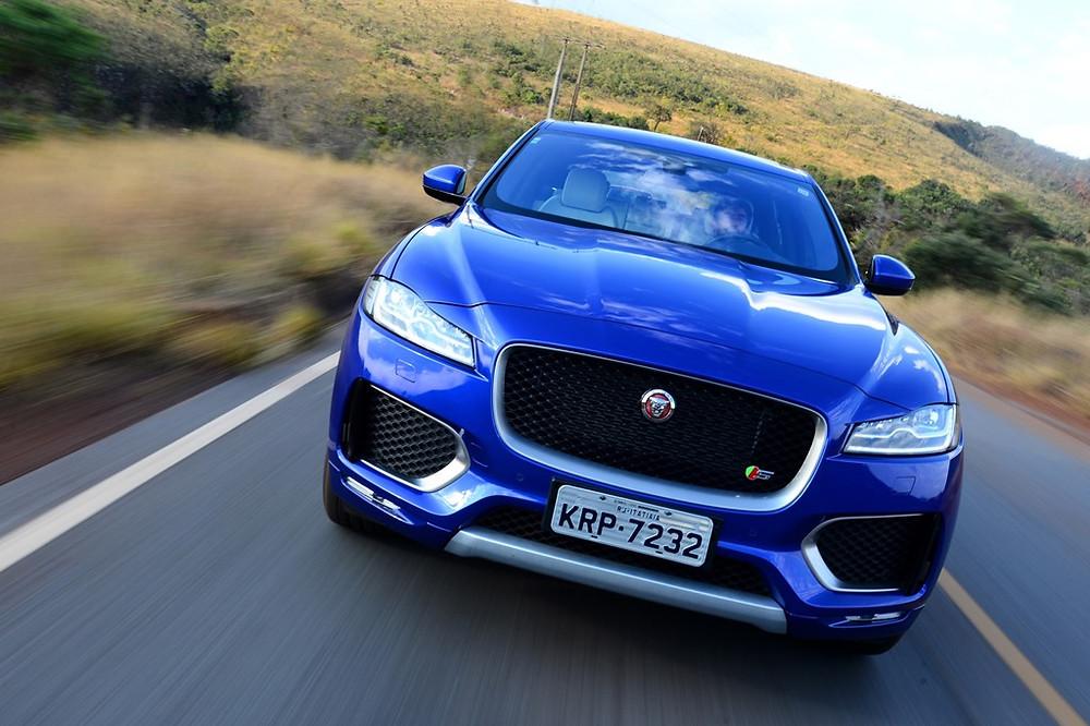 Com 69 unidades vendidas em março, o Jaguar F-Pace se destaca em sua categoria