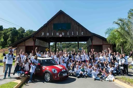 Clientes celebram a chegada do Mini ao Brasil