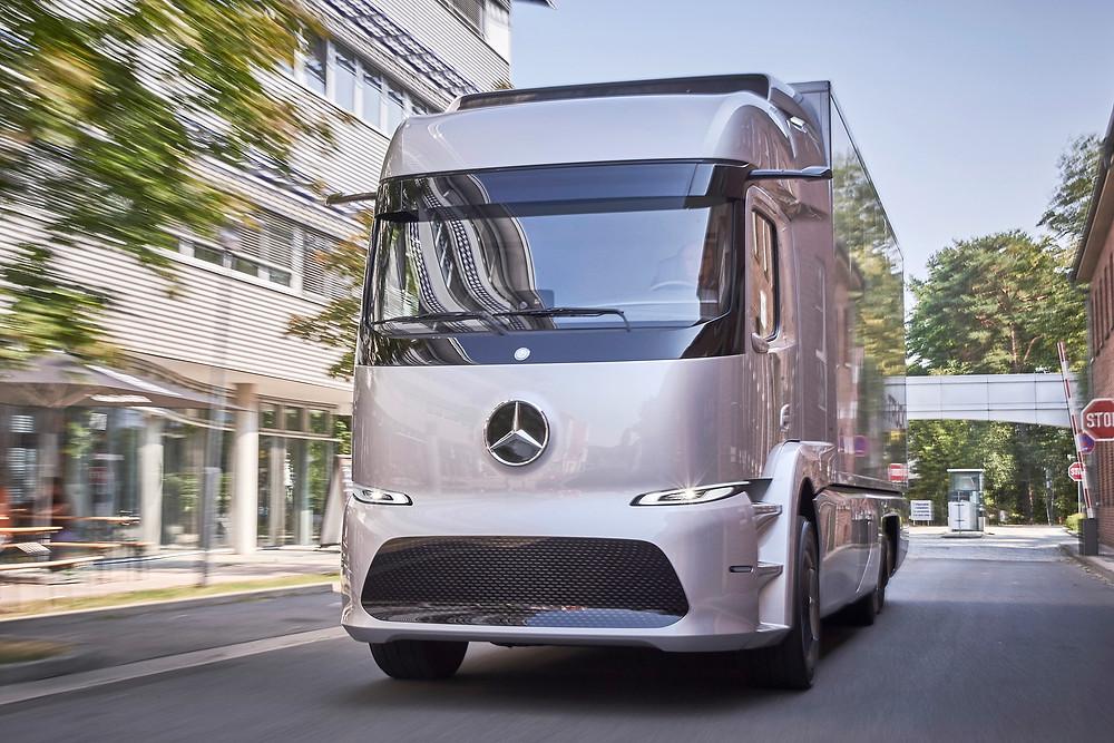 Mercedes-Benz Urban eTruck começa a ser testado por clientes na Europa