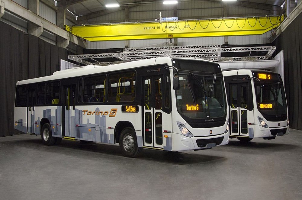 Marcopolo homenageia seu fundador com ônibus Double Decker personalizado