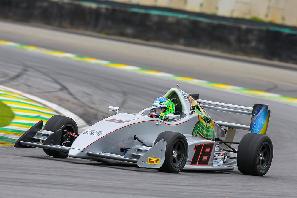 O mineiro Marcelo Henriques conquistou a primeira pole position