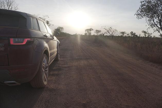 Ação da Land Rover mostra Evoque e Discovery Sport
